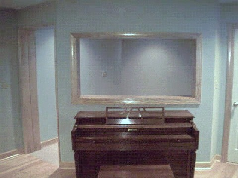 StudioBigRoom_Piano.jpg (40333 bytes)